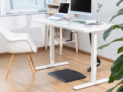 Računalniška miza v pisarni